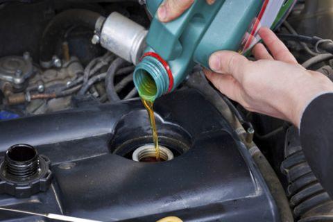 Những điều cần lưu ý khi chọn mua dầu nhớt xe ô tô